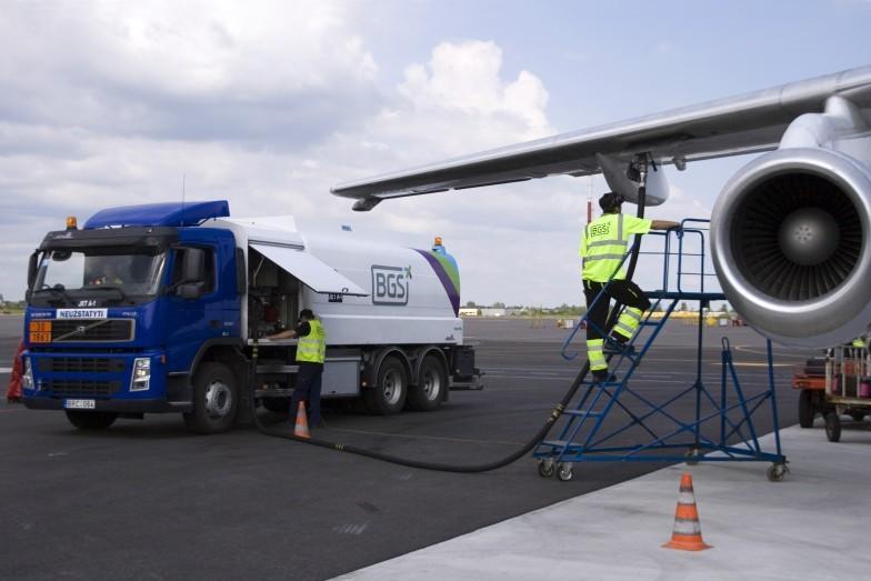 Сколько топлива необходимо самолету?